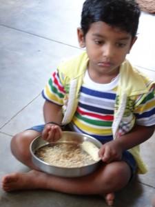 un dmanchen Speisen sind echt herausfordernd - nur die Banane, dann zerdrückt und zum Dippen und Vermengen verwendet hilft durch das körnige Getreide/Kokos Gemisch zum Frühstück