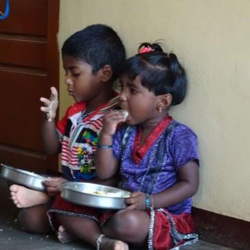 """eine Kulturfertigkeit erlernen und pflegen – essen """"mit rechts"""""""